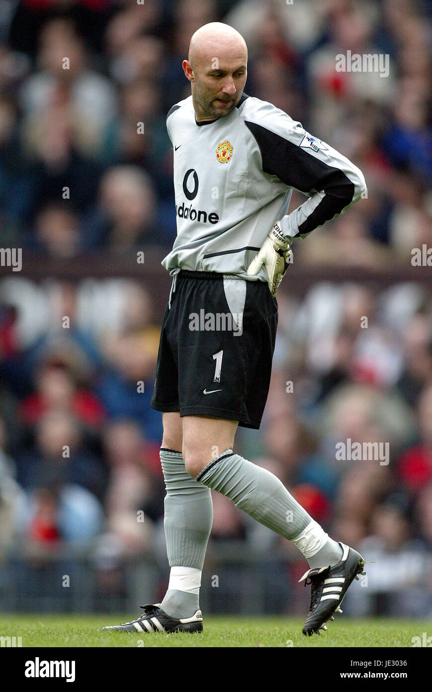 db78aadea3c FABIEN BARTHEZ MANCHESTER UNITED FC OLD TRAFFORD MANCHESTER EN ANGLETERRE  23 Novembre 2002 Photo Stock