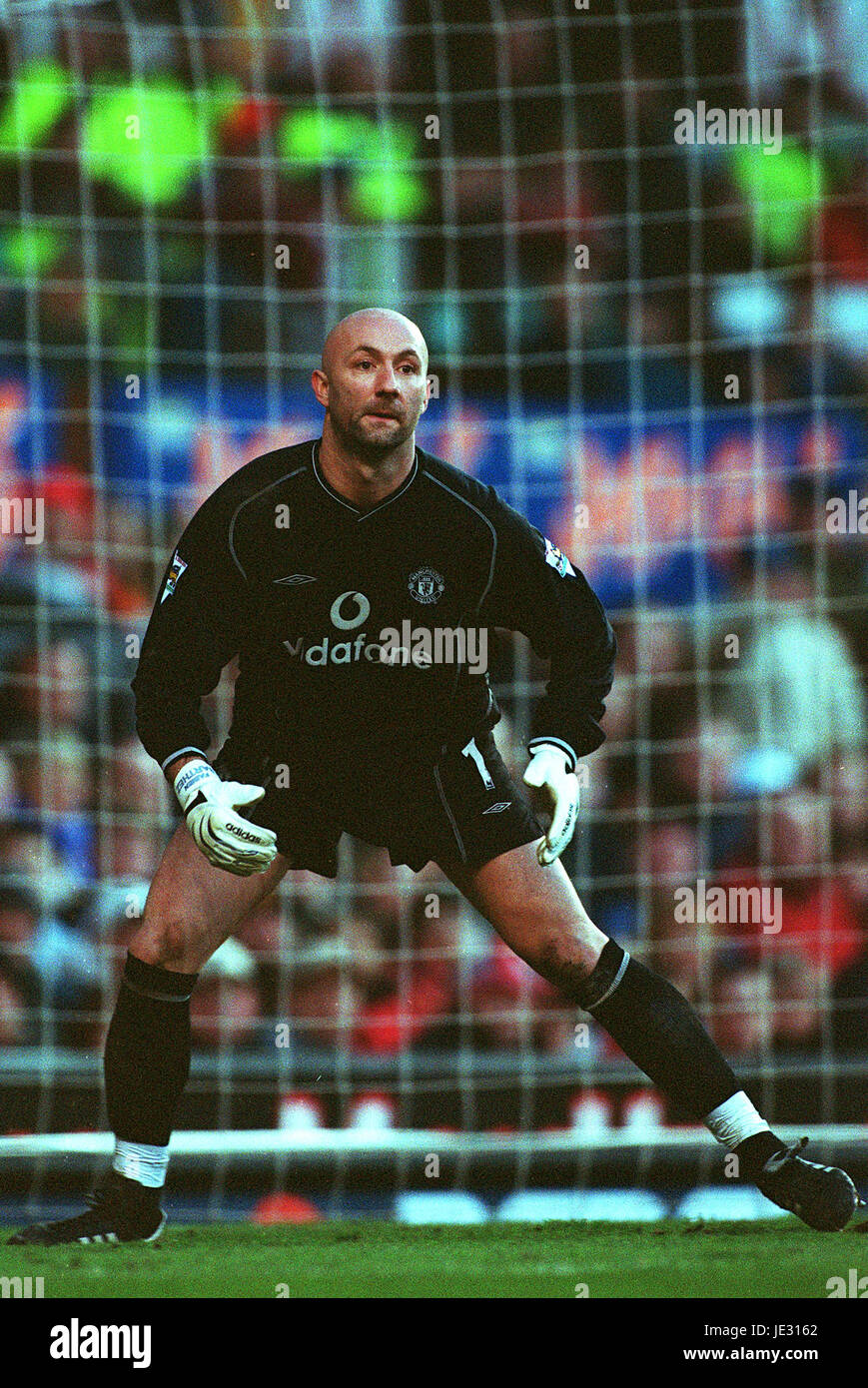 c6a1f0c2360 FABIEN BARTHEZ MANCHESTER UNITED FC OLD TRAFFORD MANCHESTER 19 Janvier 2002  Photo Stock