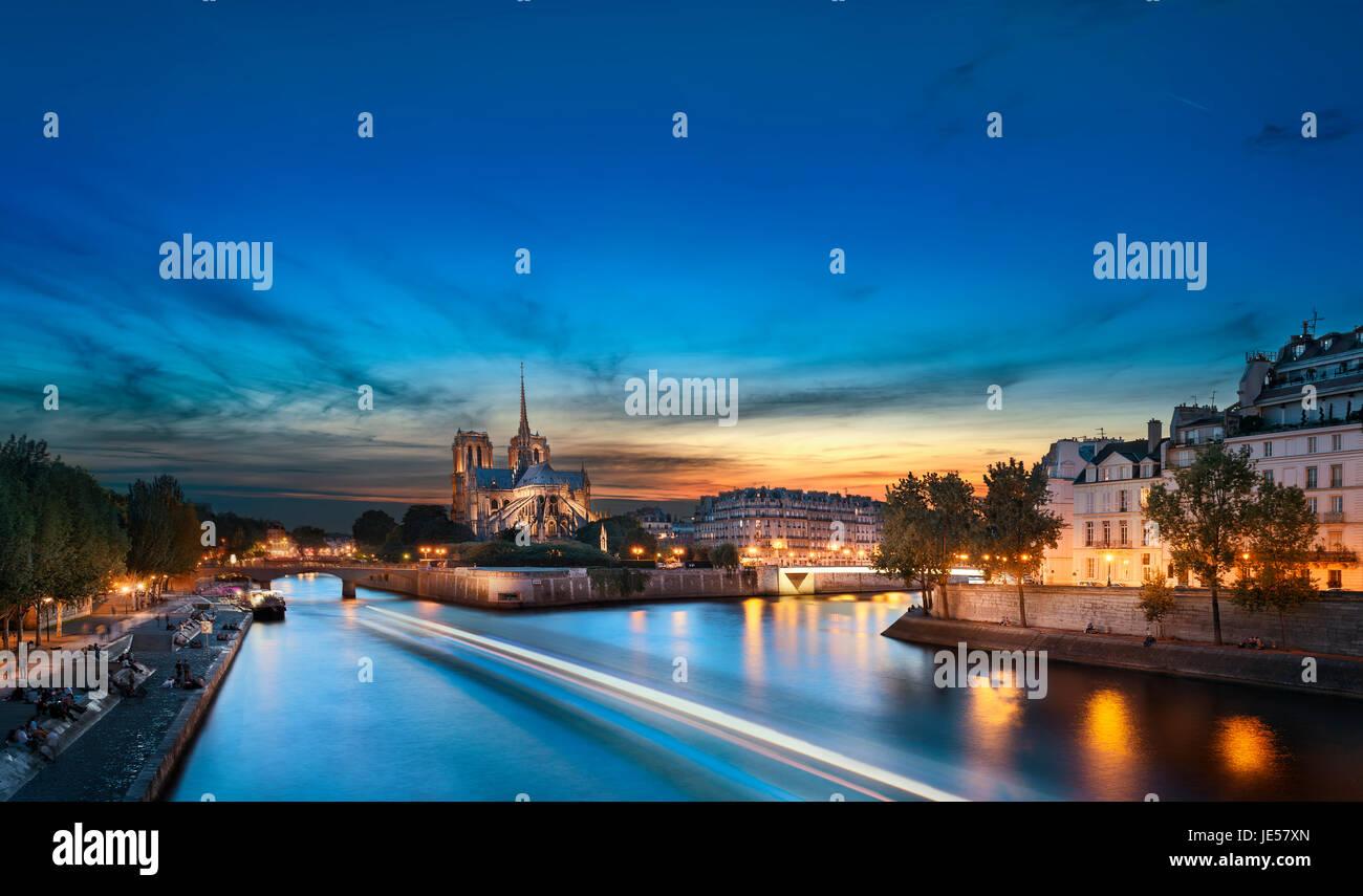 L'Ile de la Cité et Notre Dame au coucher du soleil, Paris, France Photo Stock