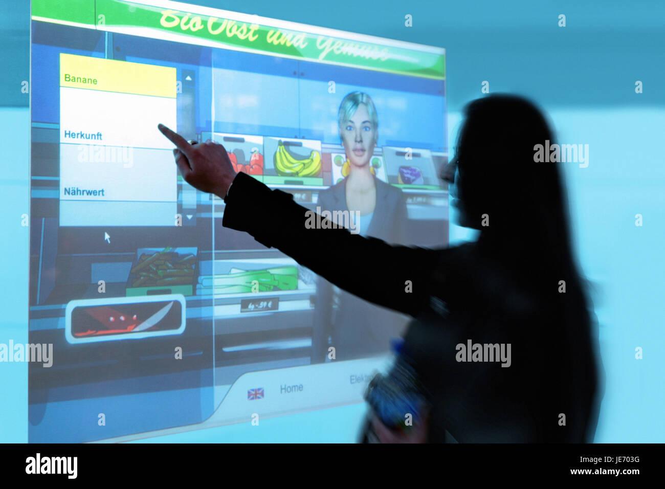 Femme, l'affichage, le virtuel faire des achats, Photo Stock