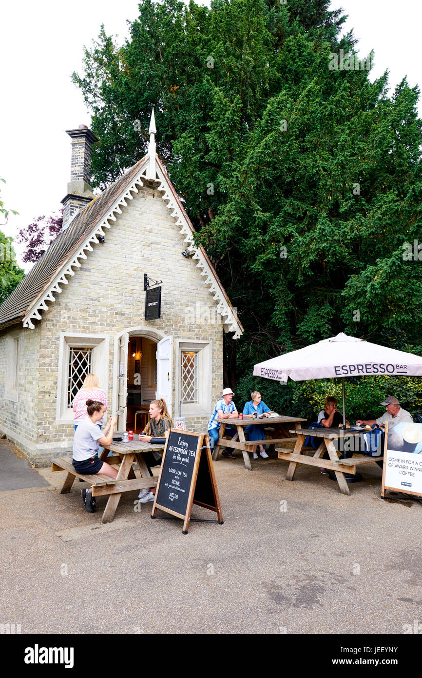 L'Expresso bar un petit café dans Regent's Park, le vaste, London, UK Photo Stock
