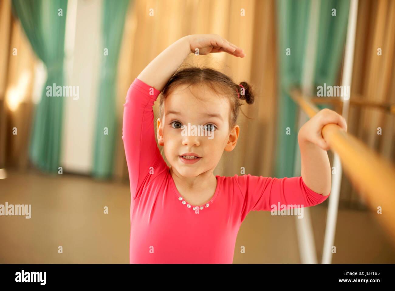 Ballerine bébé in ballet studio Photo Stock
