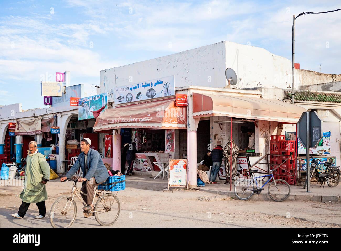 Les petites villes au Maroc. Rues de boutiques et de la vie quotidienne. Photo Stock