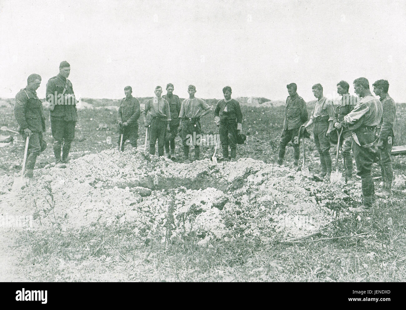 Enfouissement des camarades sur le front de l'Ouest en 1916 Photo Stock