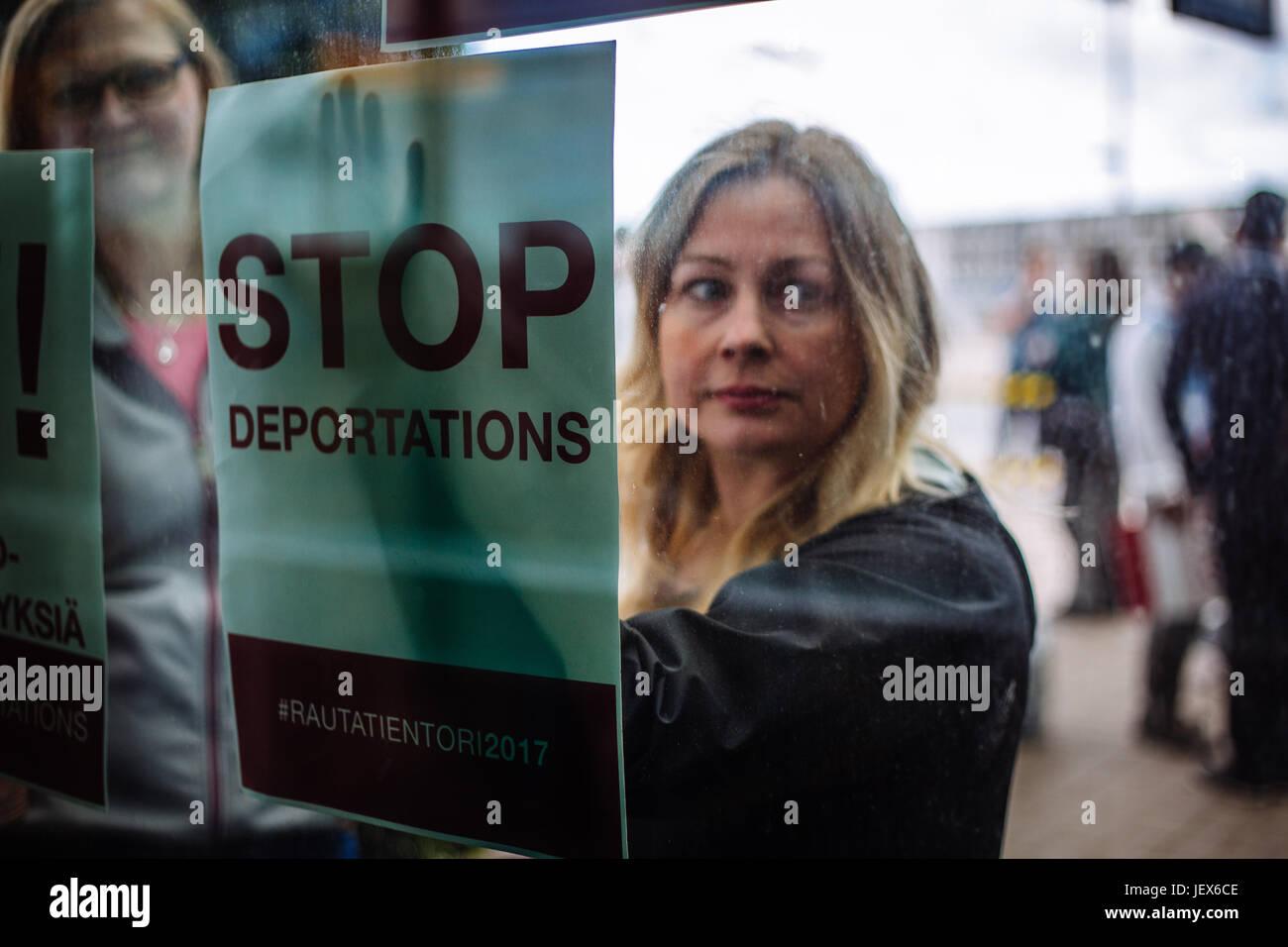 Vanda, Finlande. 27 Juin, 2017. Le 27 juin, les demandeurs d'asile et des activistes finlandais ont organisé Photo Stock