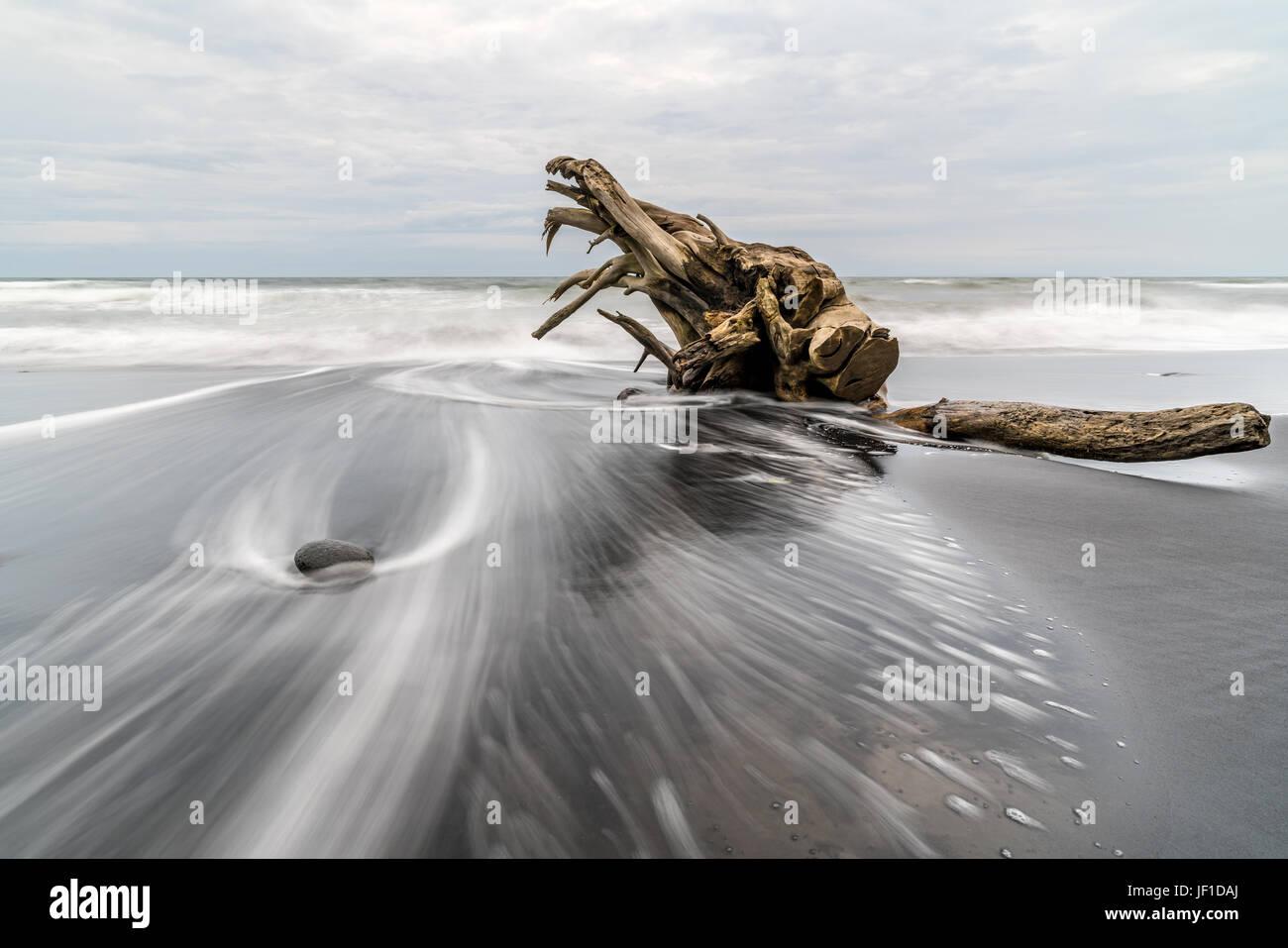 Journal de grève sur une plage de Bali à couper le souffle et l'incroyable effet d'un courant Photo Stock