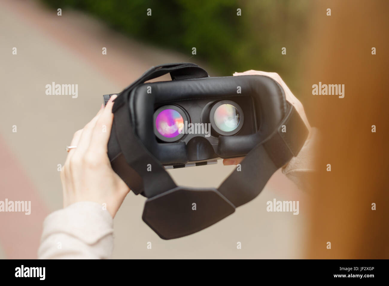 La technologie moderne en casque vr femme mains. Banque D'Images
