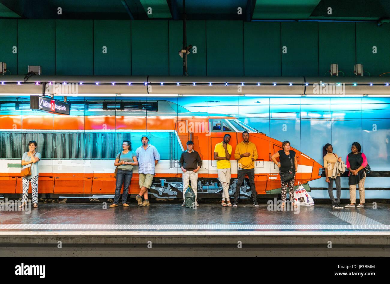 Marseille, France, personnes waithing un train dans la station de métro Vieux Port Banque D'Images