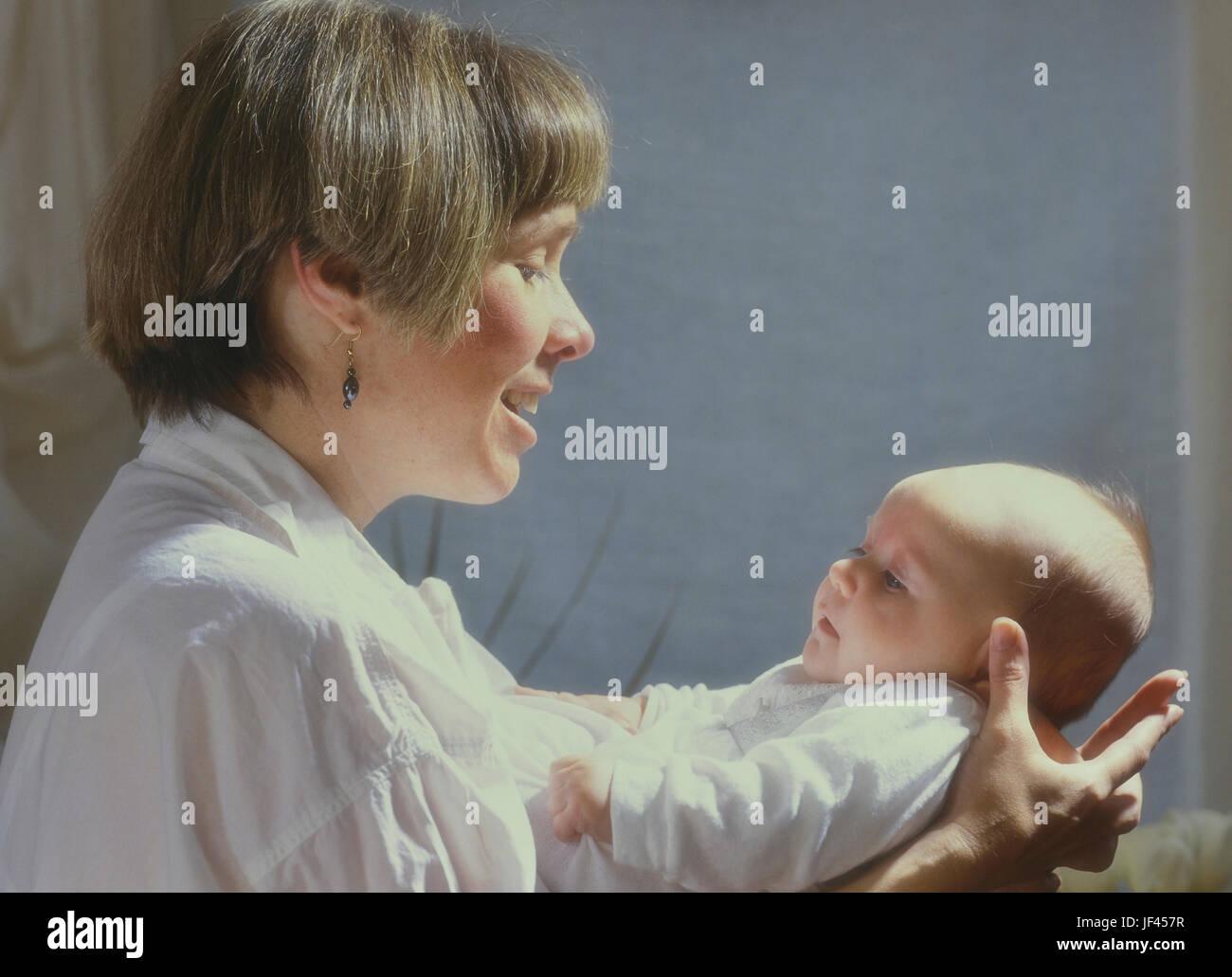 Mère de race blanche avec 6 mois du Photo Stock