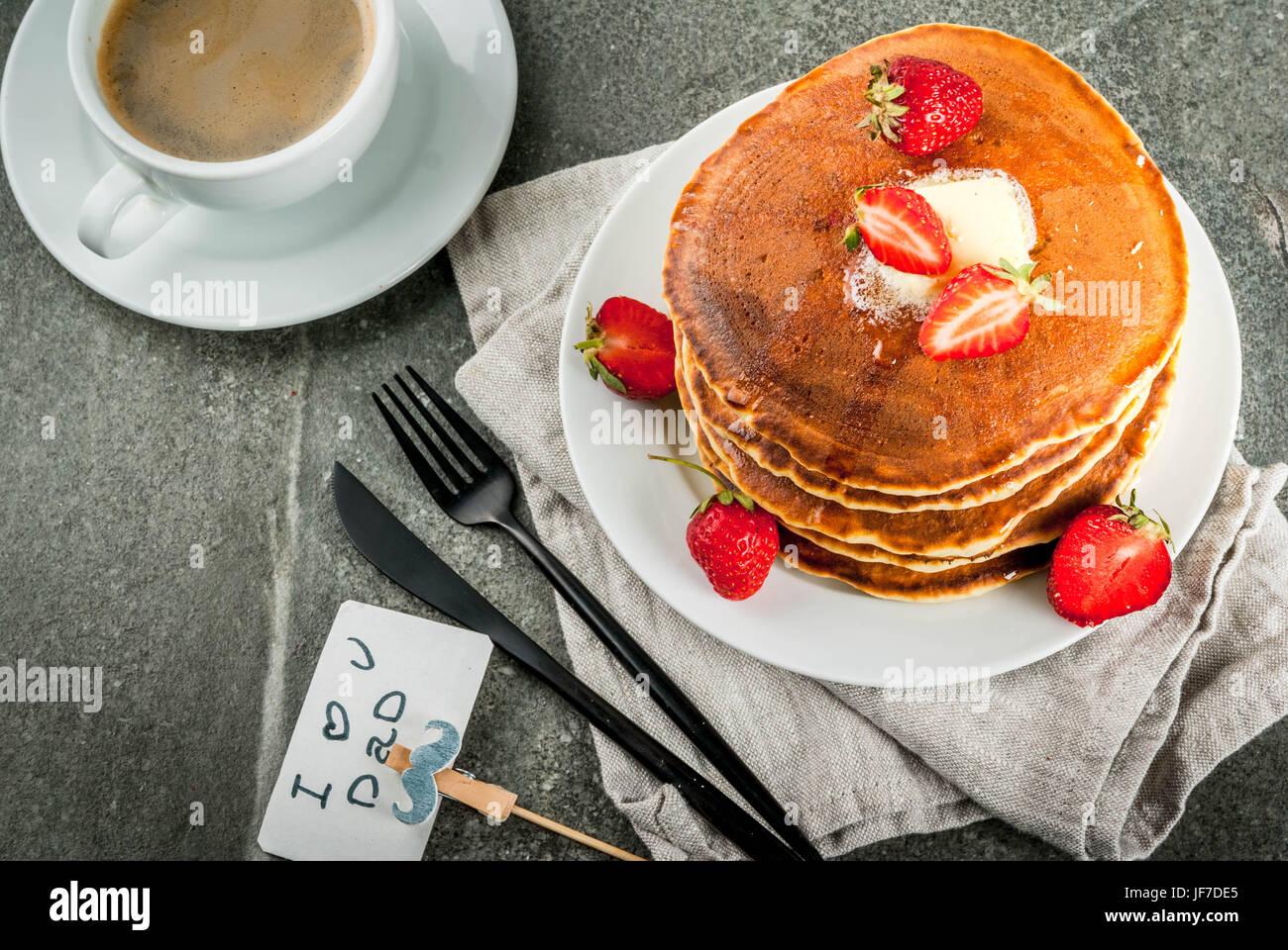Célèbre la Fête des Pères. Le petit-déjeuner. L'idée pour le petit-déjeuner Photo Stock