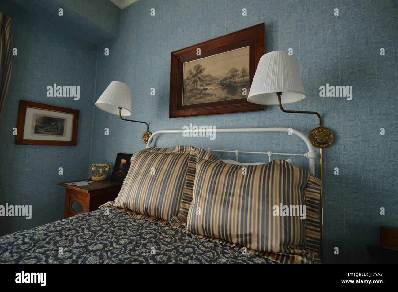chambre à coucher romantique dans un style victorien à l'hôtel à