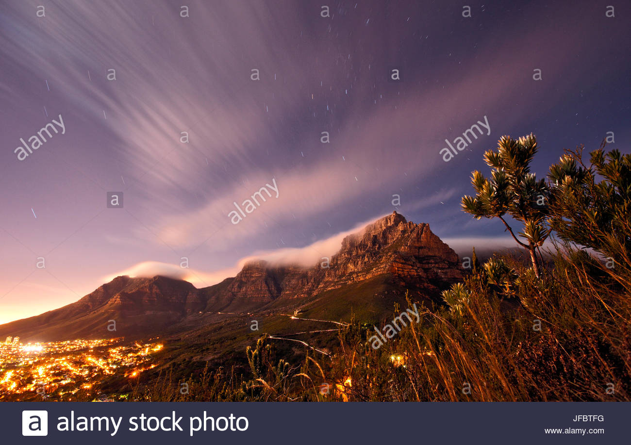 cape town city at night photos cape town city at night images alamy. Black Bedroom Furniture Sets. Home Design Ideas