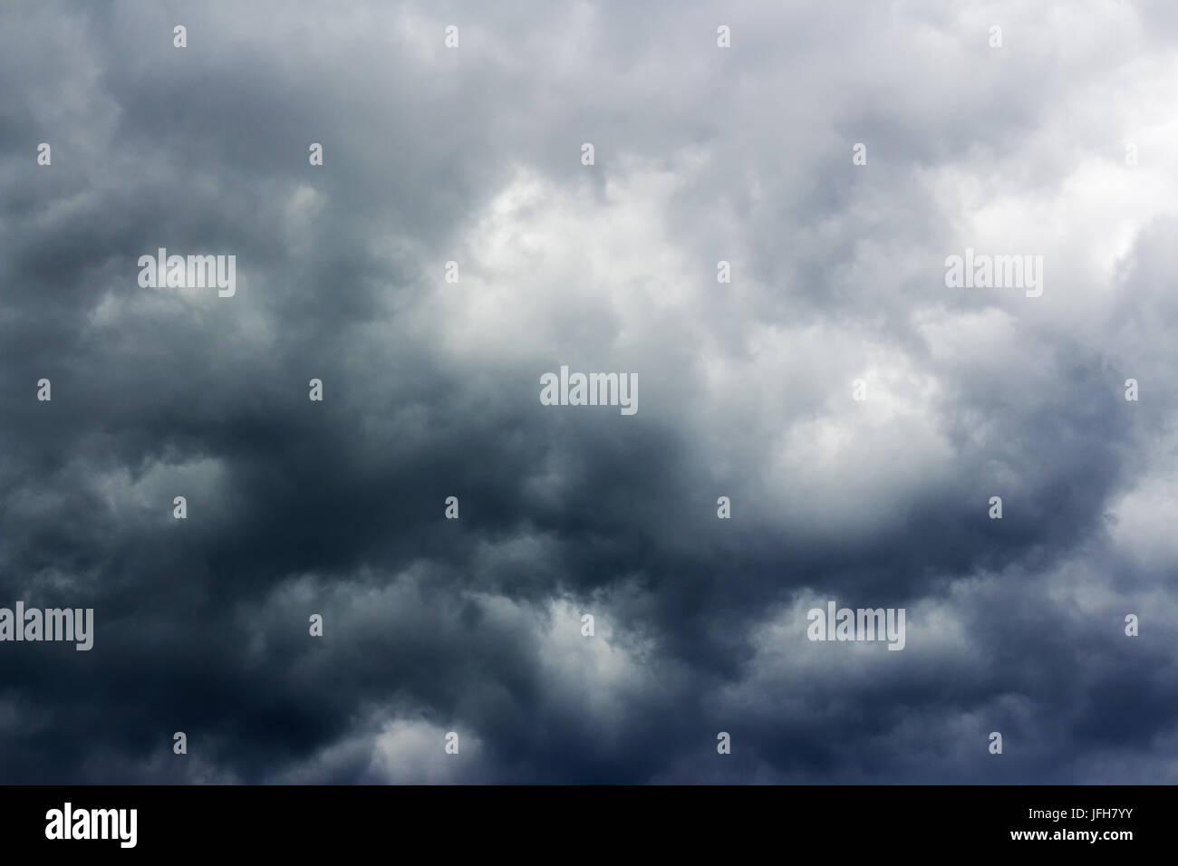Ciel nuageux menaçant Photo Stock