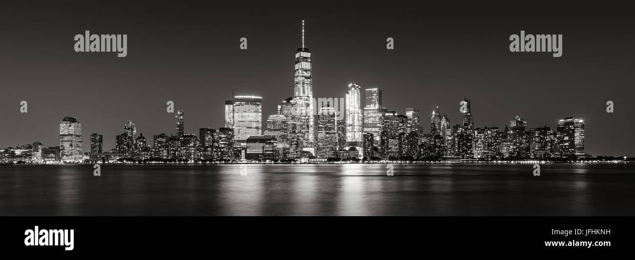 Le noir et blanc vue panoramique de New York City Financial District de gratte-ciel. Vue panoramique de Manhattan Photo Stock