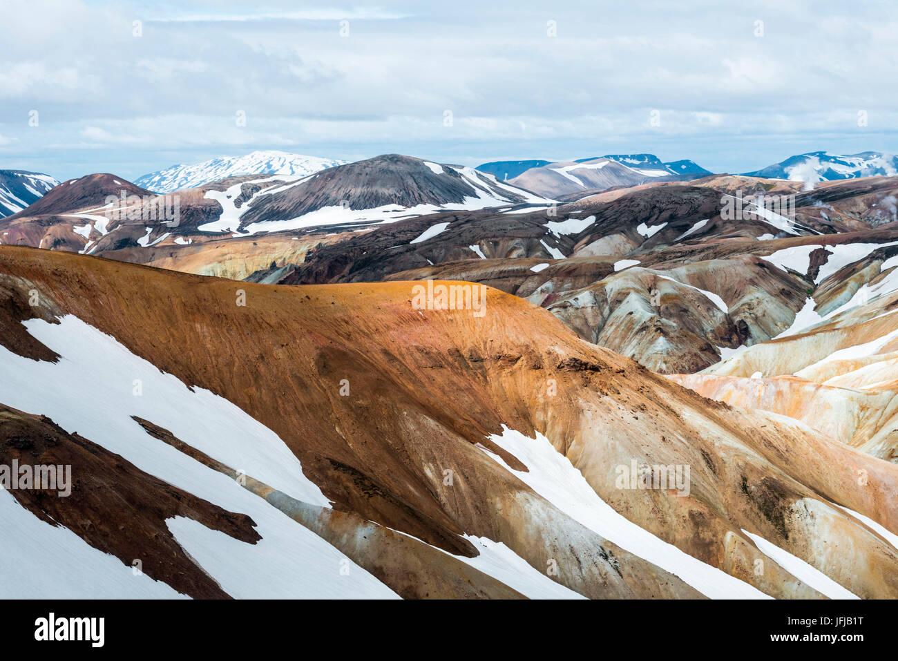L'immense contraste des couleurs dans Landmannalaugar, Islande Banque D'Images