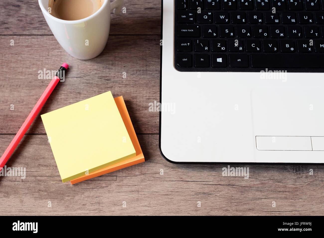 Image de bureau bois bureau avec ordinateur portable clavier