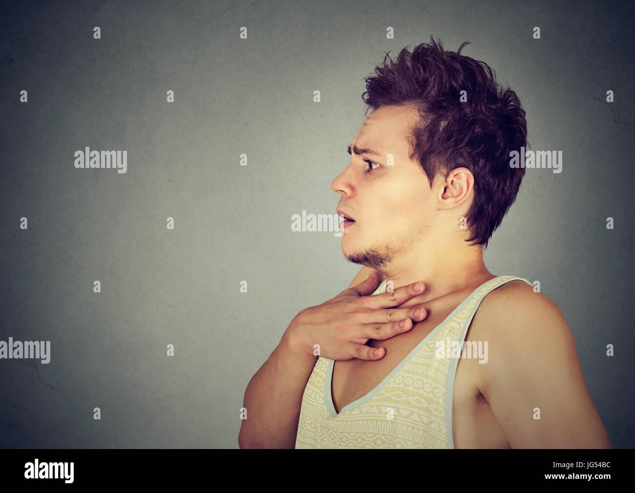 Portrait d un jeune homme anxieux peur Banque D Images, Photo Stock ... d439ba2684e