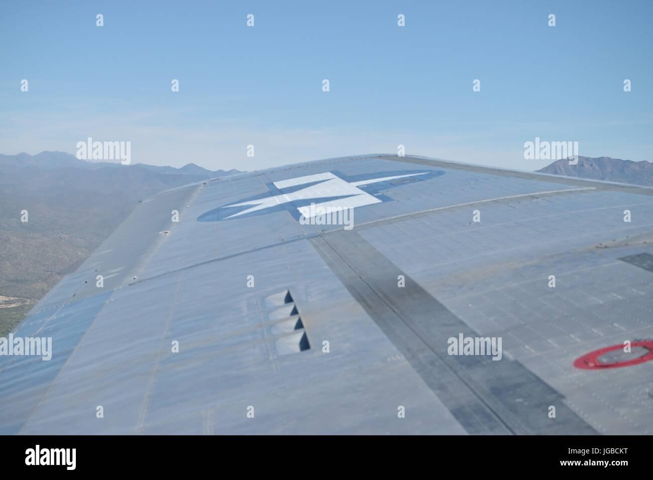 À l'extérieur, vers l'aile d'un Boeing B17 Forteresse volante, Sentimental Journey Banque D'Images