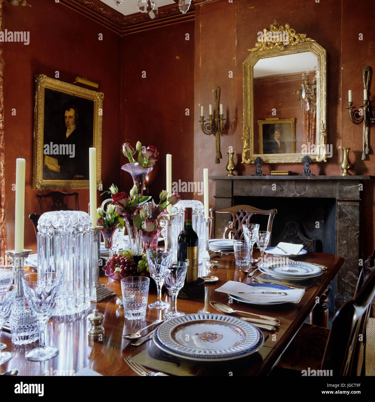 Set table par cheminée Banque D'Images