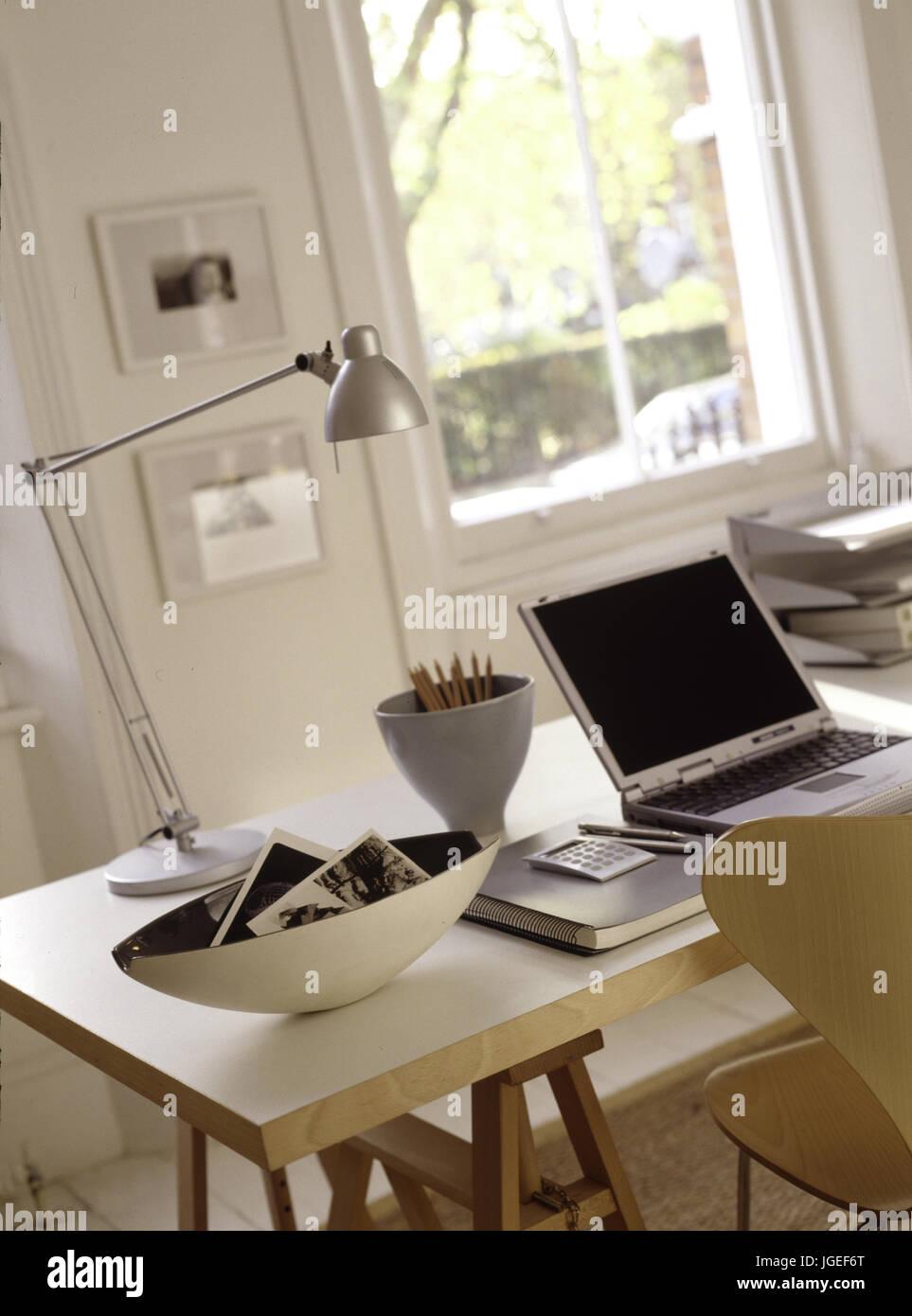 bureau avec trteau trendy un bureau avec tr teaux et plateau pour un bureau agr able et. Black Bedroom Furniture Sets. Home Design Ideas