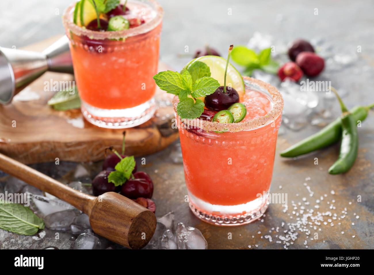Cocktail d'été rafraîchissante avec Cherry Banque D'Images