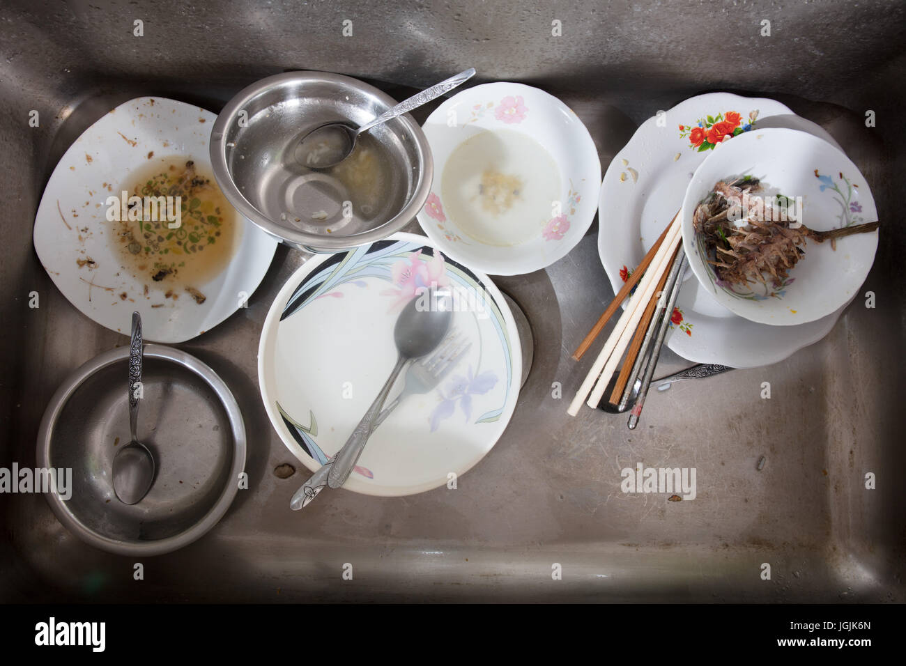 dirty plates in the sink photos dirty plates in the sink images alamy. Black Bedroom Furniture Sets. Home Design Ideas