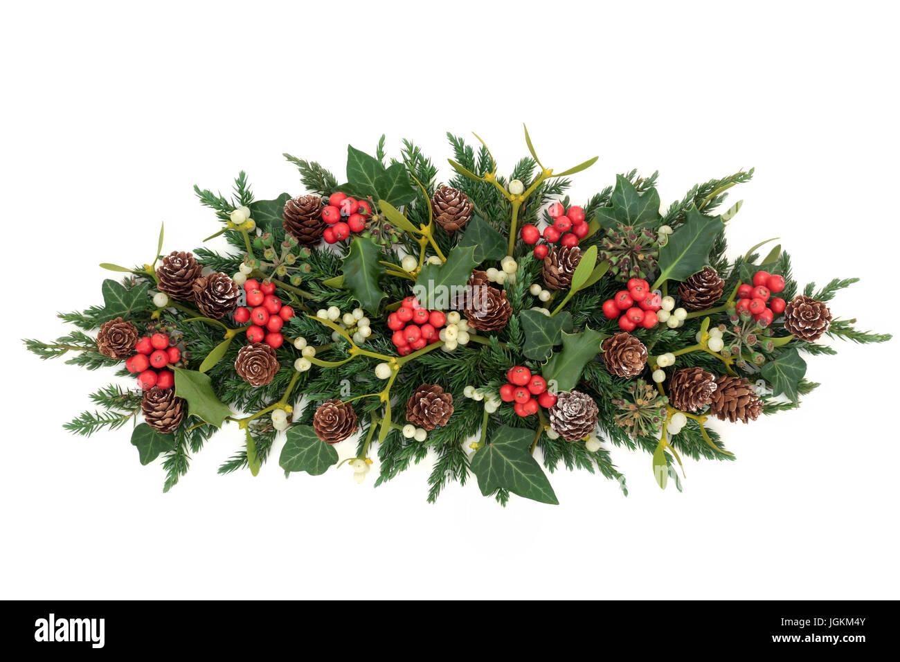 Bouquet De Noel Avec Du Houx décoration de noël et d'hiver avec le houx, le lierre, le