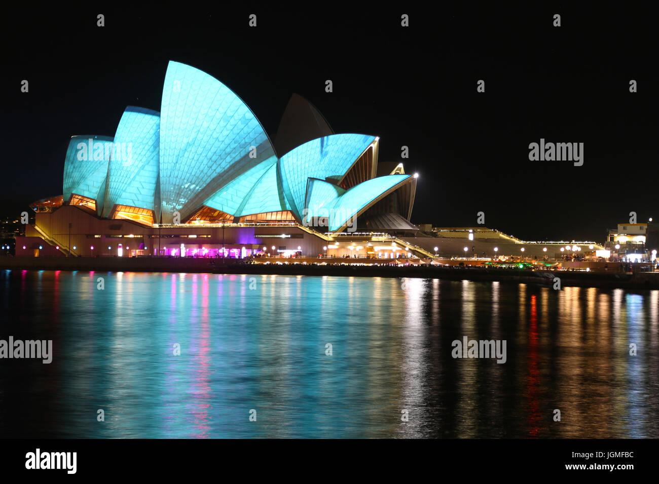 L'Opéra de Sydney, NSW, Australie pendant la nuit Photo Stock
