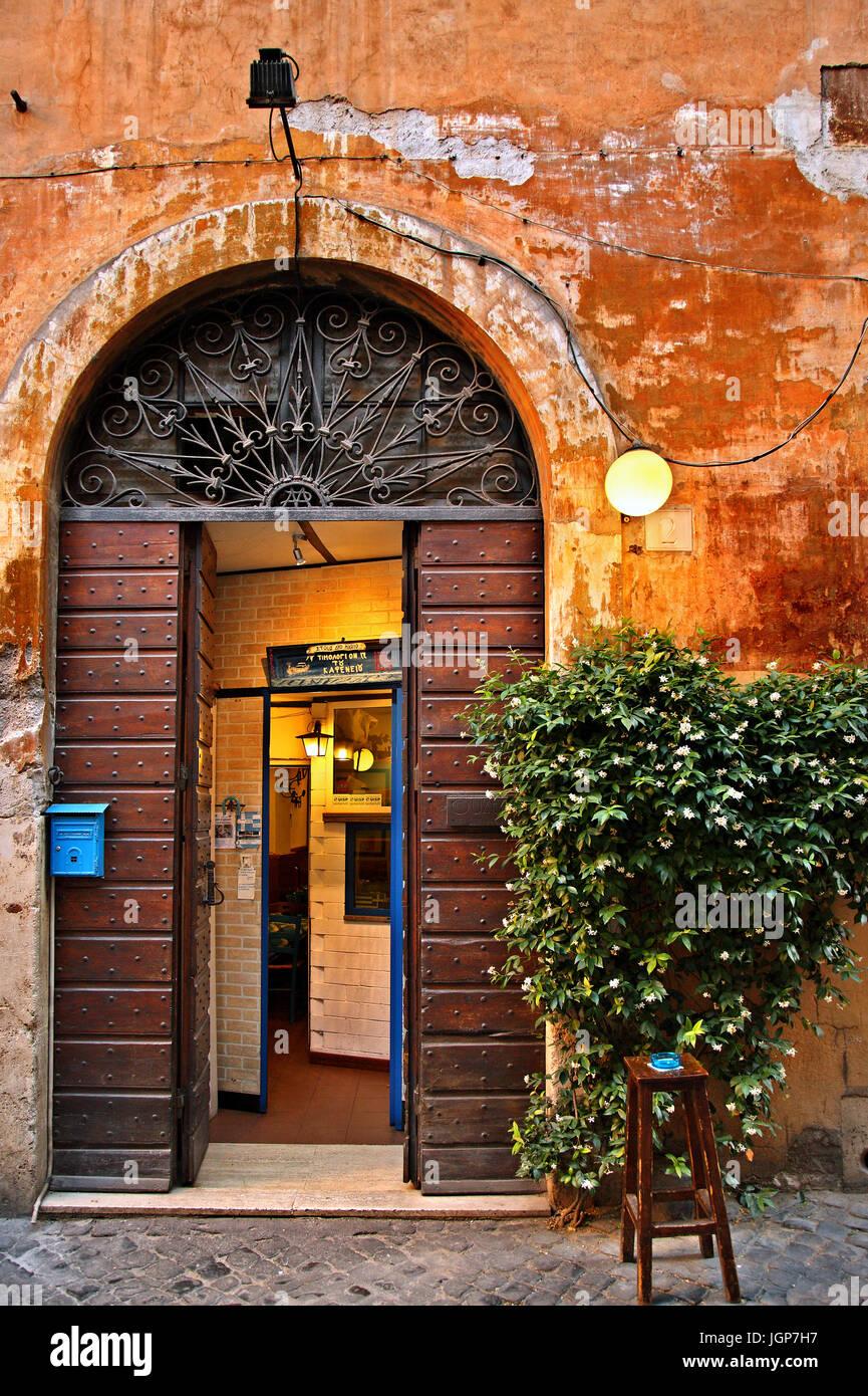 Belle porte dans le Trastevere, Rome, Italie Photo Stock