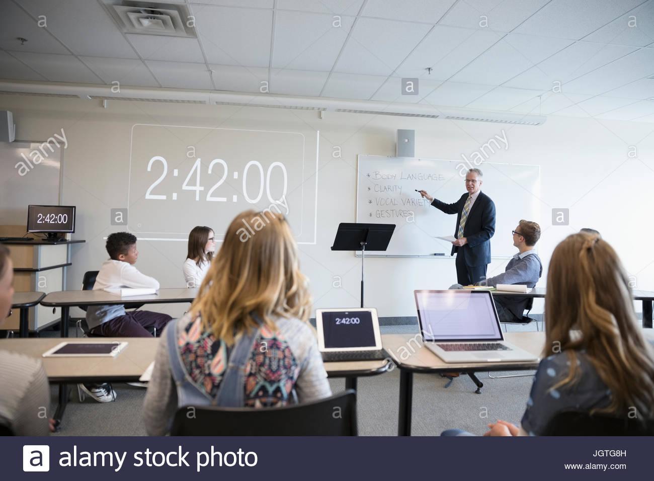 Des enseignants en classe leçon club débat Photo Stock