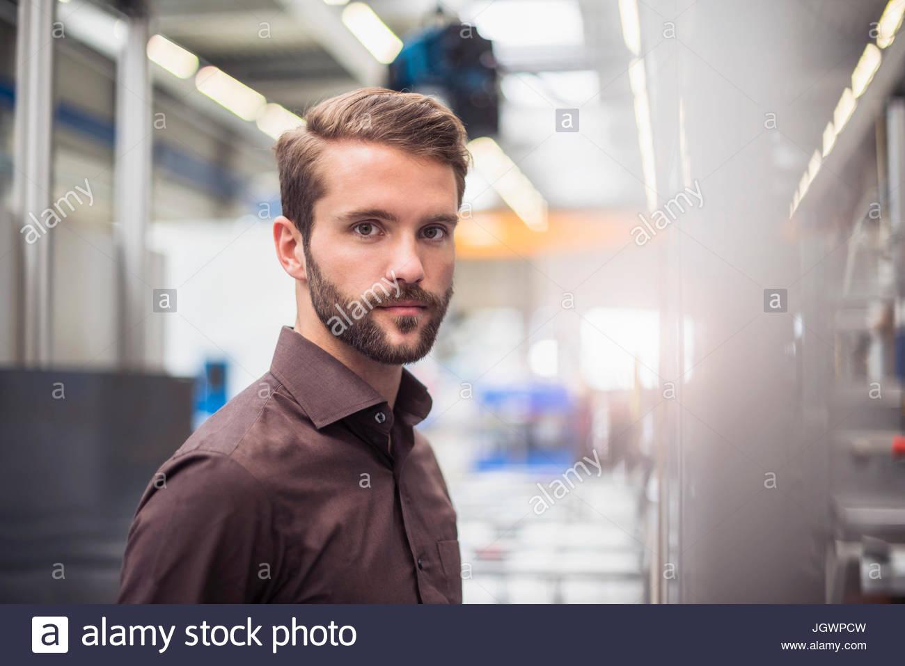 Portrait de jeune homme au superviseur de l'entrepôt de distribution Photo Stock