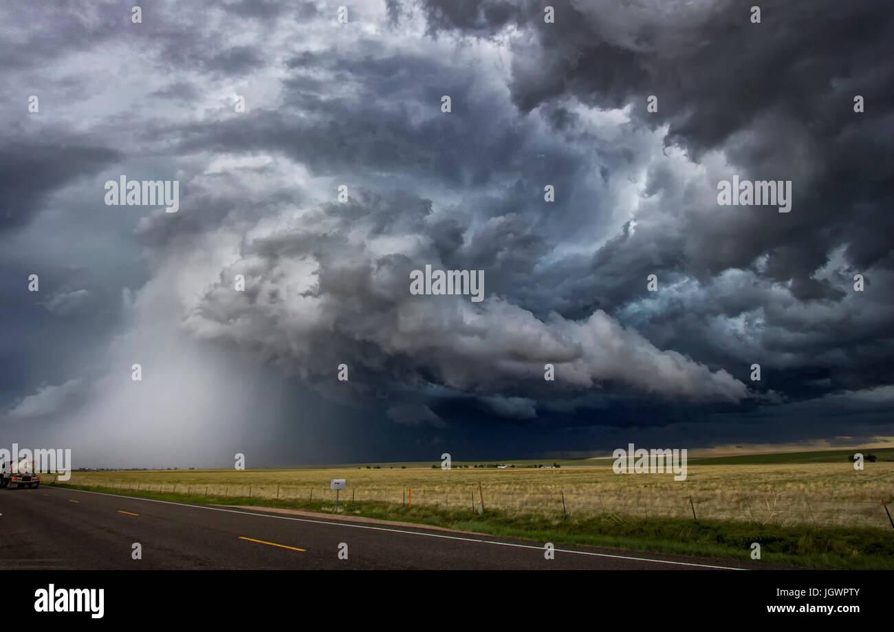 Au cours des orages tornadiques zone rurale, Cope, Colorado, United States, Amérique du Nord Photo Stock