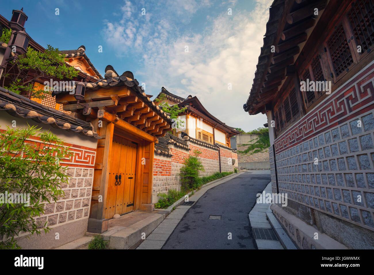 Séoul. L'architecture de style traditionnel coréen au village de Bukchon Hanok à Séoul, Corée du Sud. Banque D'Images