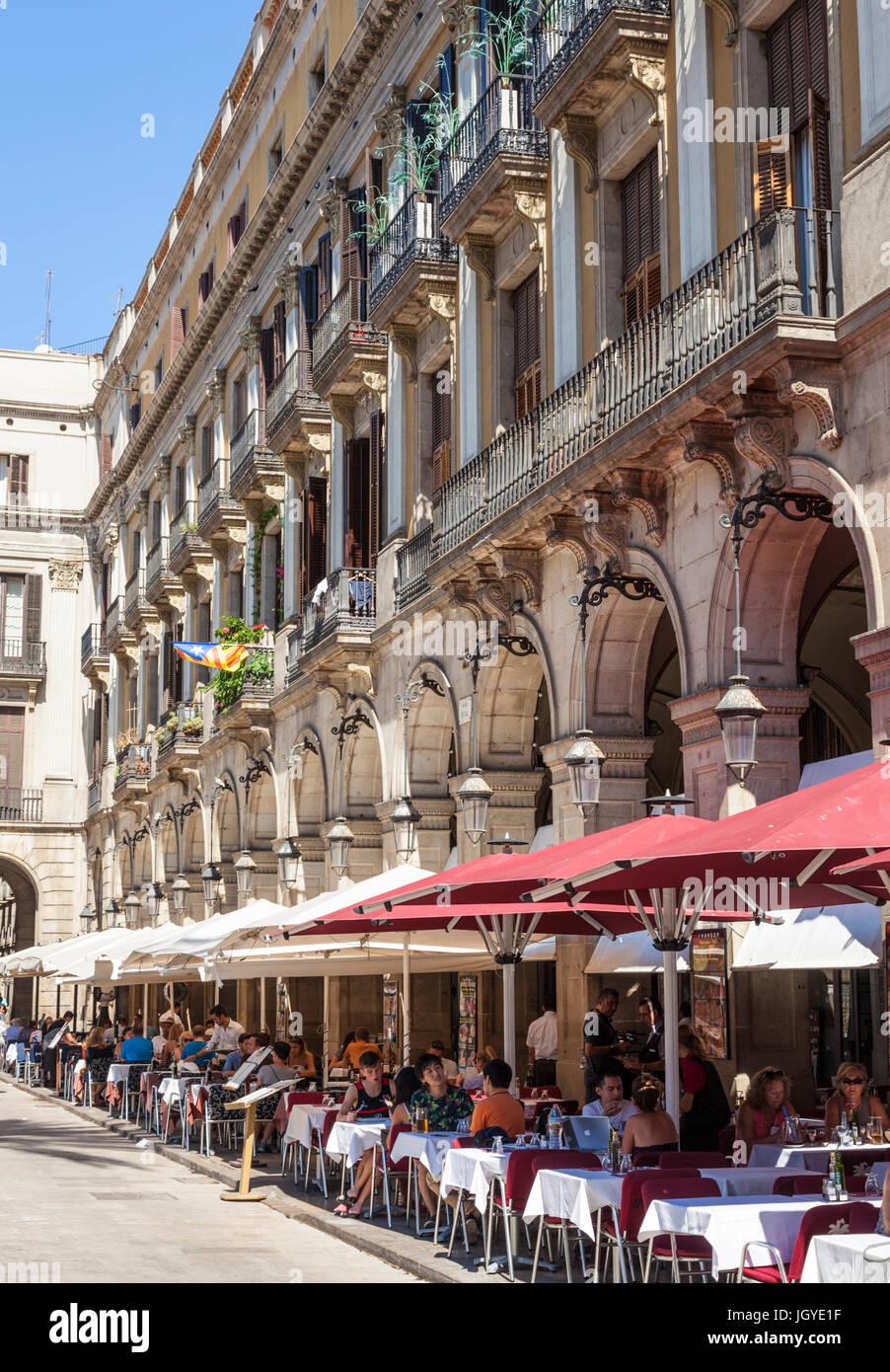 Barcelona Catalunya Barcelone Placa Reial plaza publique restaurants cafés et palmiers café Barcelone Photo Stock