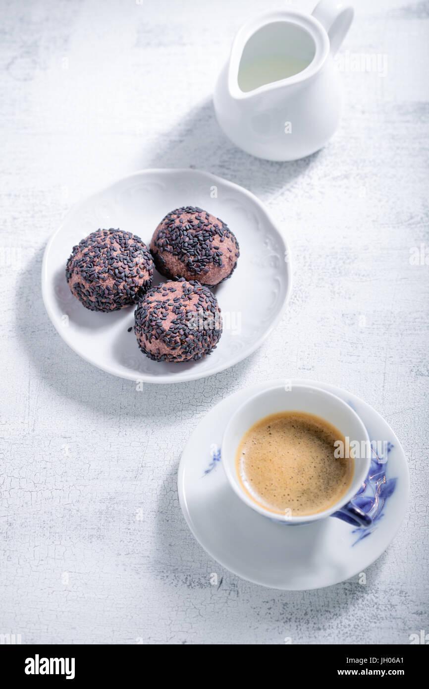 Biscuits aux amandes avec du chocolat et du café. Farine sans gluten. Photo Stock