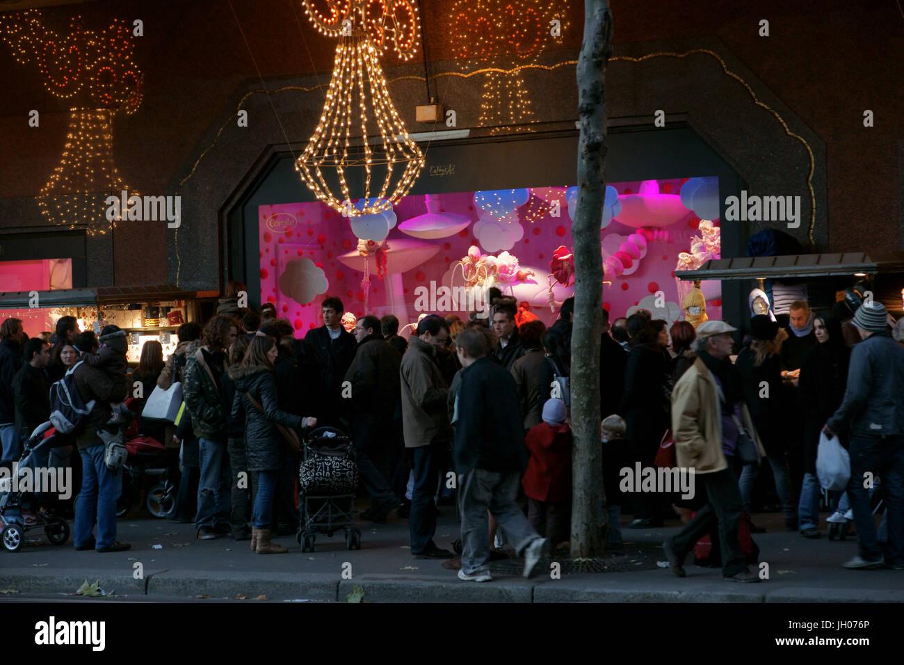 Les gens, les Galeries Lafayette Haussmann, Boulevard Haussmann - 75008, (75), Paris, France Banque D'Images