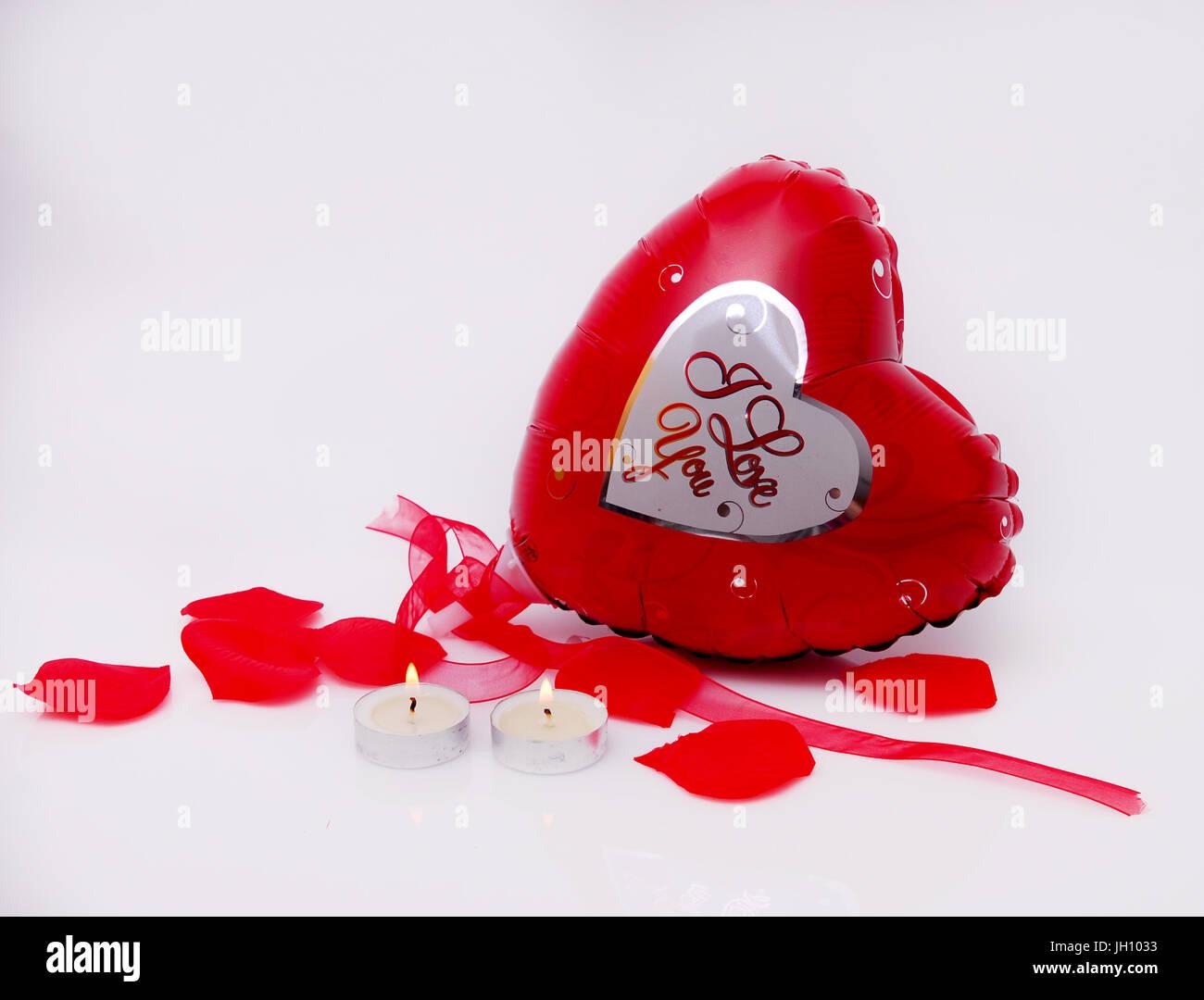 ballon coeur saint valentin, pédales et des bougies banque d'images