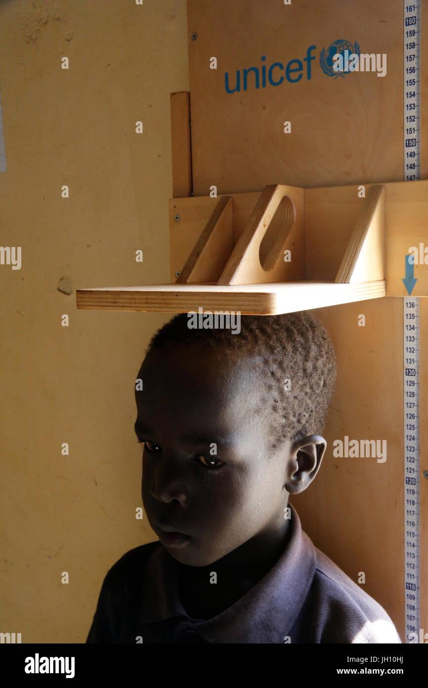 Kiryangondo camp de réfugiés. Le programme de prévention de la malnutrition dirigé par préoccupation Photo Stock
