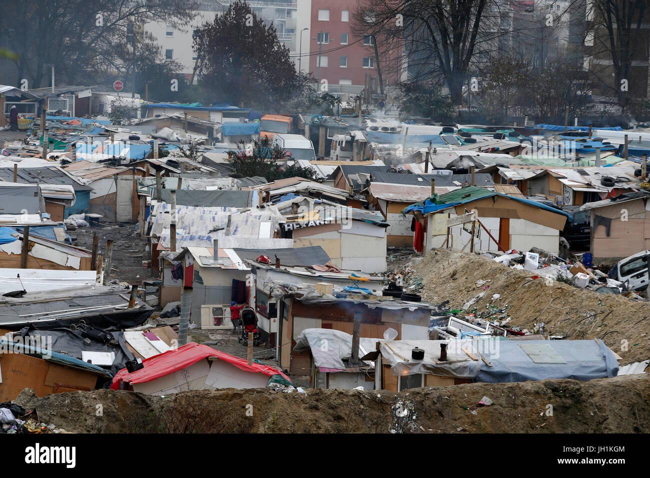 Camp de gitans à Pierrefitte-sur-Seine, France. La France. Photo Stock