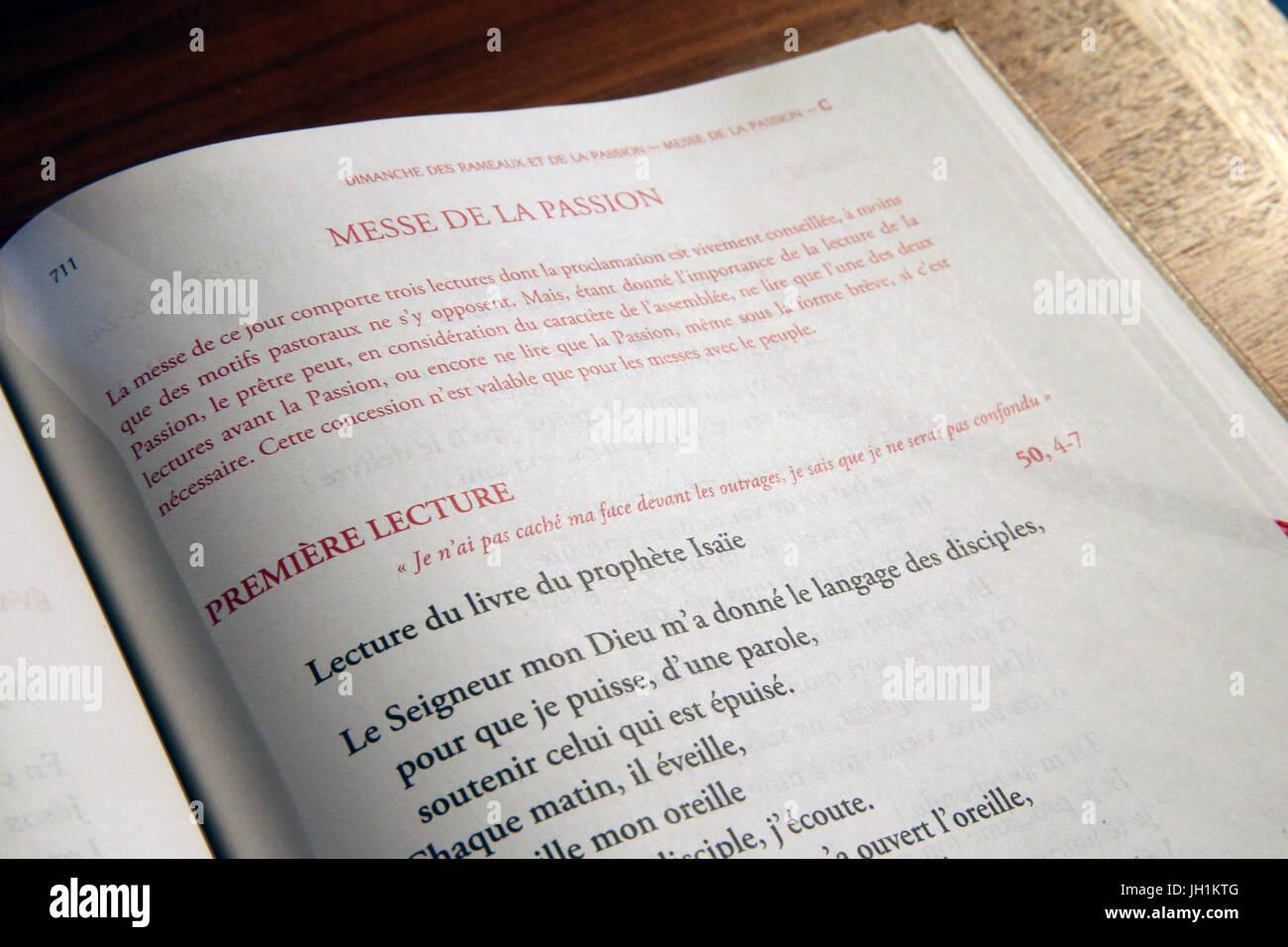 Livre de messe catholique. Dimanche masse palm. La France. Photo Stock