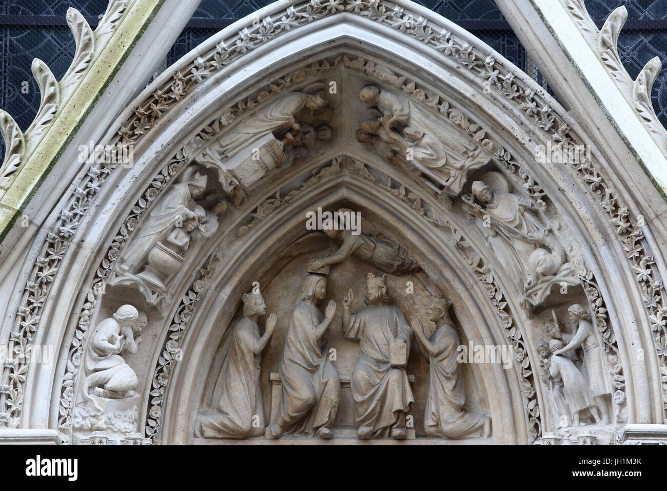 La Cathédrale Notre Dame De Paris Tympan De La Porte Rouge C1260