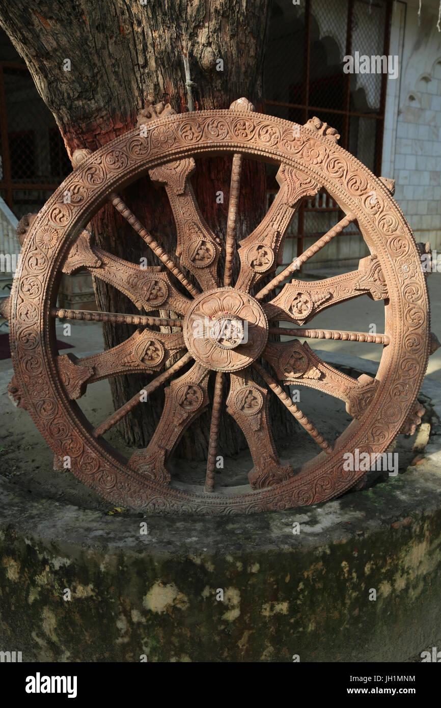 La roue du Dharma en Reti Raman temple hindou. L'Inde. Photo Stock