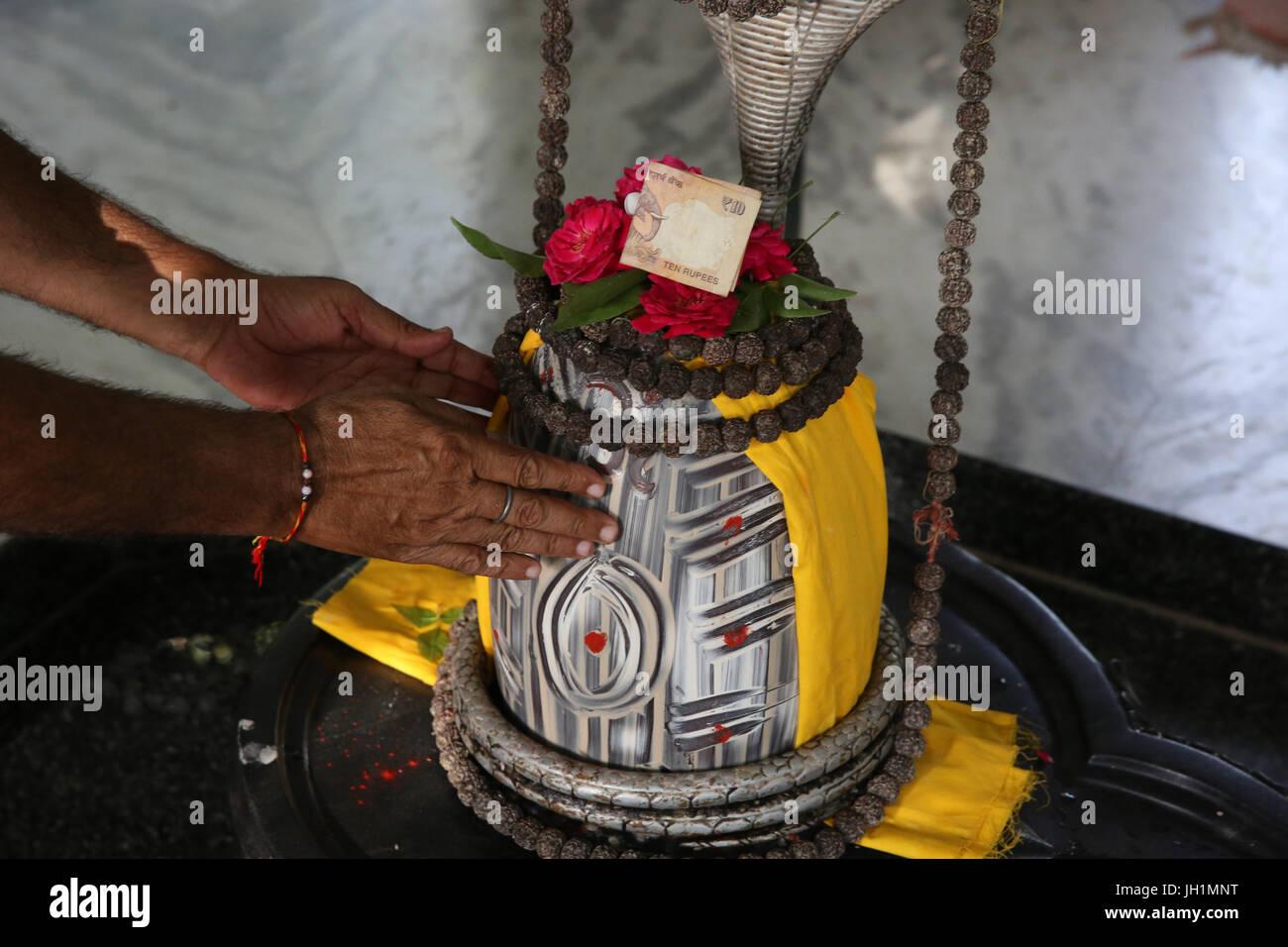 La dévotion dans Reti Raman temple hindou. L'Inde. Photo Stock