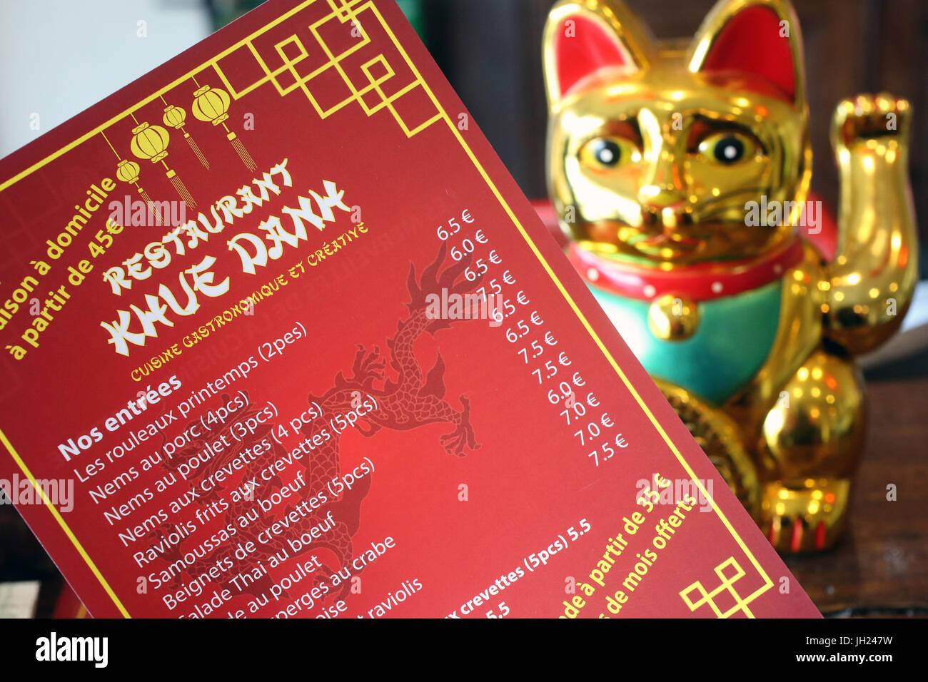 Menu et le Maneki-neko également connu sous le nom de Cat accueillant, Lucky Cat, chat, Argent ou Fortune Cat. Photo Stock