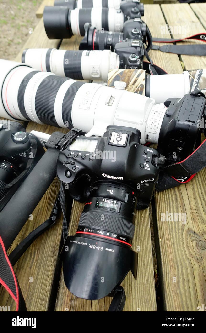 Les objectifs et caméras numériques professionnelles. Photo Stock