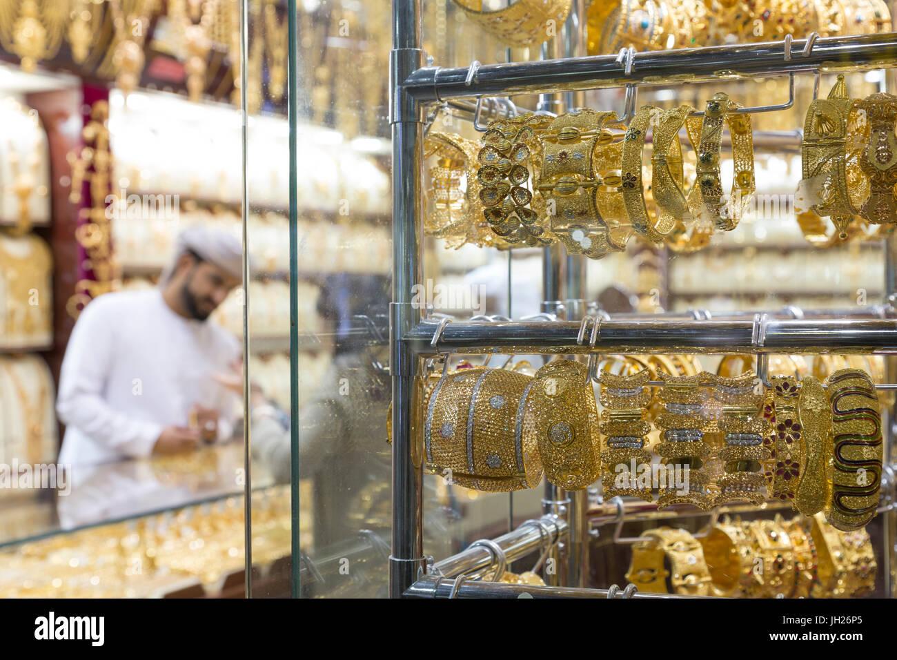 2d565b1b195 Bijoux en or en vente en vitrine