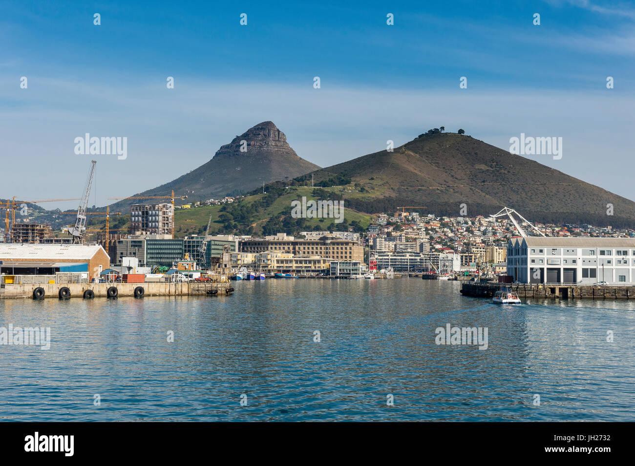 L'horizon de Cape Town avec Lions Head dans l'arrière-plan, Le Cap, Afrique du Sud, l'Afrique Photo Stock