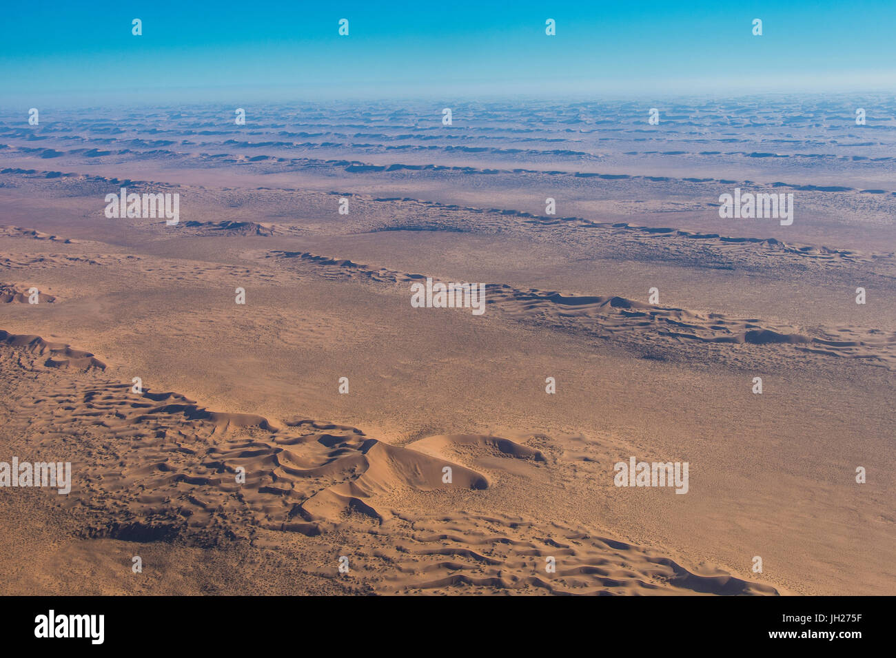 Vue aérienne de dunes de sable dans le désert du Namib, Namibie, Afrique Photo Stock