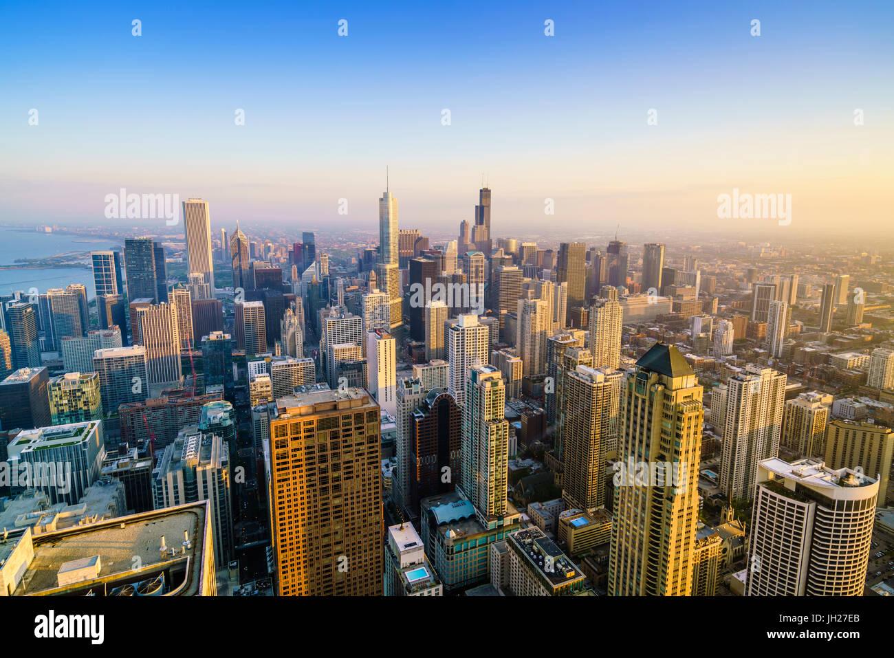 Sur les toits de la ville, Chicago, Illinois, États-Unis d'Amérique, Amérique du Nord Banque D'Images