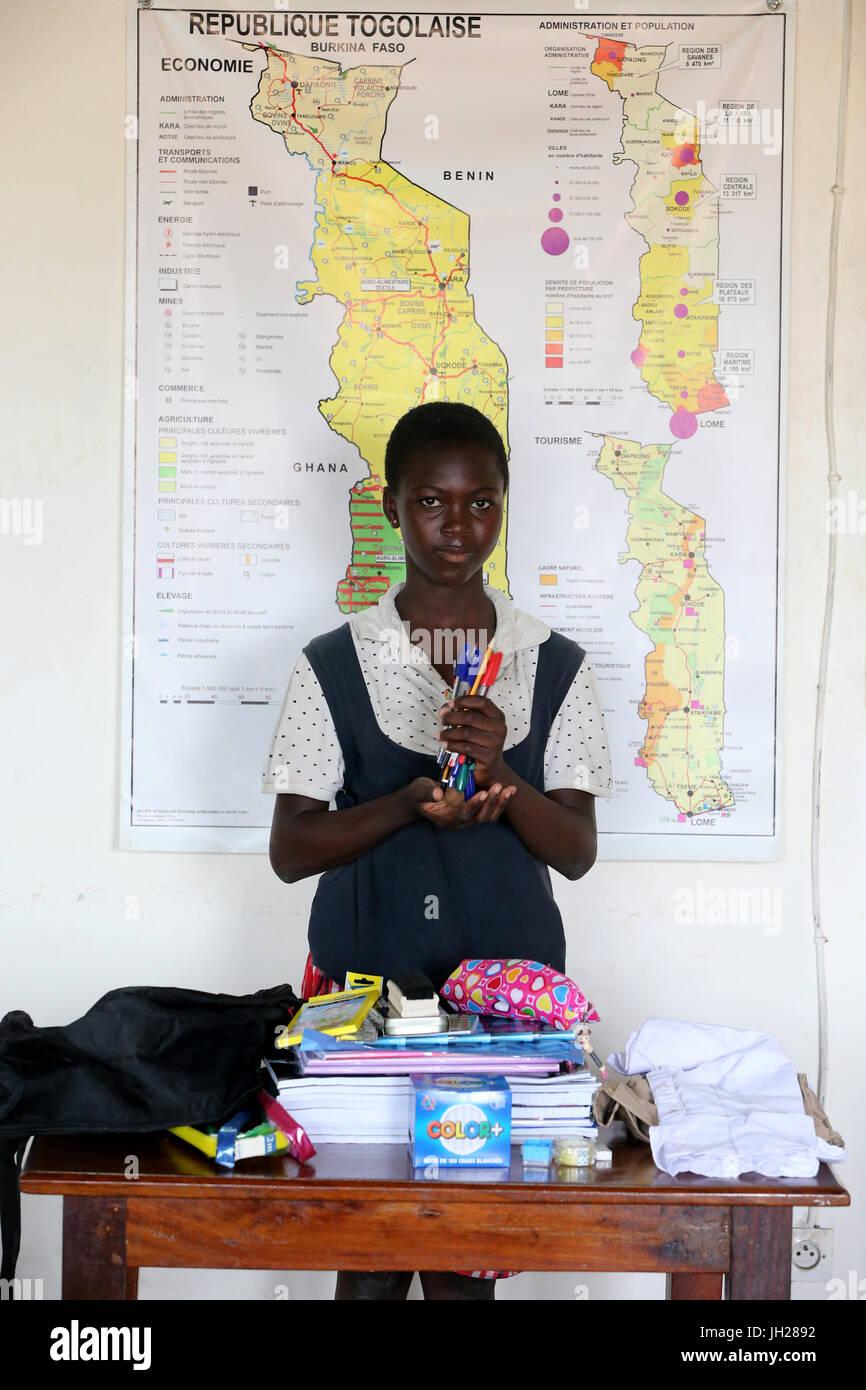 L'école primaire de l'Afrique. Enfant parrainé par l'ONG la chaîne de l'Espoir. Lome. Le Togo. Banque D'Images